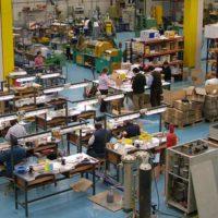 Fabricamos llaveros y pins en nuestras dos fábricas